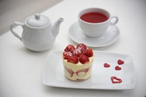 Τσάι & Κρέμα Βανίλιας με Φρέσκες Φράουλες